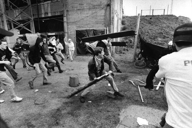 antwerp hooligans against the police 90�s football violence